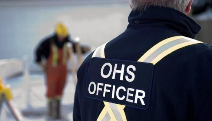 How to become an occupational health and safety officer